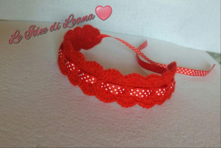 Nuova nuova in pendant per il corredino. Fascia in lana rossa baby con nastrino rosso a pois bianchi. Tecnica uncinetto ❤