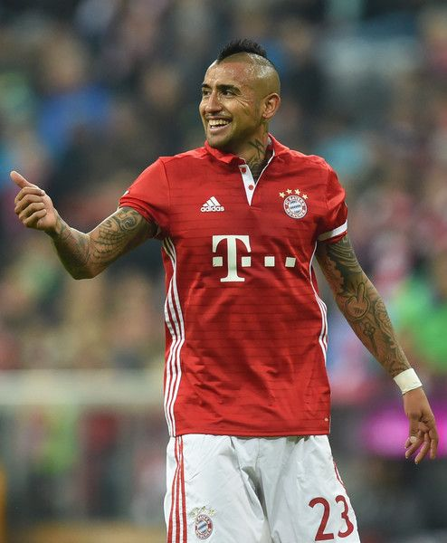 Bayern Munich's Chilian midfielder Arturo Vidal celebrates after scoring the opening goal  during the German first division Bundesliga football match between FC Bayern Munich and Borussia Moenchengladbach in Munich, southern Germany, on October 22, 2016.  / AFP / CHRISTOF STACHE / RESTRICTIONS: DURING MATCH TIME: DFL RULES TO LIMIT THE ONLINE USAGE TO 15 PICTURES PER MATCH AND FORBID IMAGE SEQUENCES TO SIMULATE VIDEO. == RESTRICTED TO EDITORIAL USE == FOR FURTHER QUERIES PLEASE CONTACT DFL…