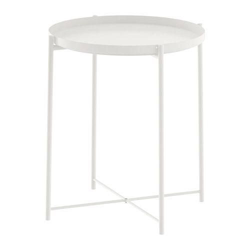 IKEA - GLADOM, Bakkebord, hvid, , Bakken er aftagelig og kan bruges til servering.Bakkens kanter gør den nem at bære og reducerer risikoen for, at glas eller skåle glider af.Overfladen er fremstillet af pulverlakeret stål og er holdbar og nem at rengøre.Du kan nemt løfte og bære hele bordet, f.eks. fra sofaen til den lænestol, hvor du vil sidde og læse.