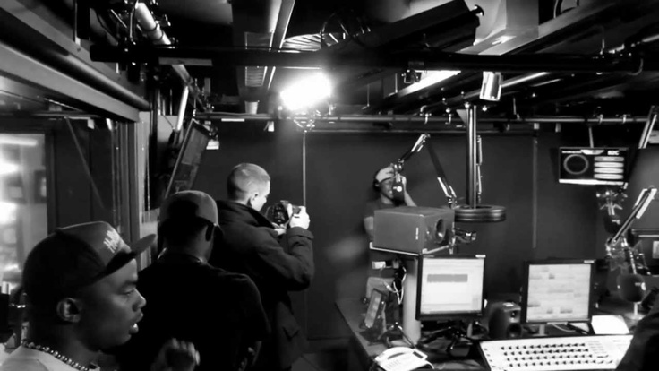 Check this DOPE footage of GIGGS doin CHARLIE SLOTH Fire in THE BOOTH X I I I Epic second part ! follow : @officialgiggs @CharlieSloth @DJQuincyuk @charliego...