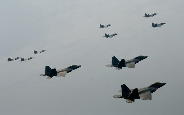 F-22 Raptor of 94th Fighter Squadron in Formation Aircraft Wallpaper4027
