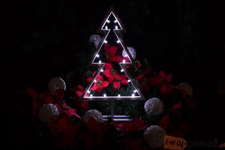 Mała, piękna choinka LED dostępna na https://www.twojpasaz.pl/pl/p/Drzewko-dekoracyjne-LED-chlodna-biel-38-cm-/151104