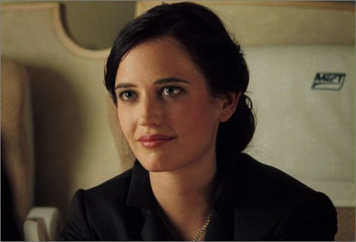 Bond Girl Vesper Lynd. Eva Green was born in Paris, France, where she studied at the St. Paul School of Drama. Her early work was in theatre, before she landed a substantial role in Bernardo Bertolucci's film The Dreamers. This caught the attention of director Ridley Scott, leading to a costarring role in Kingdom of Heaven. Her appearance as Vesper Lynd in Casino Royale was only her fourth appearance in cinema, and was met with wide critical success.