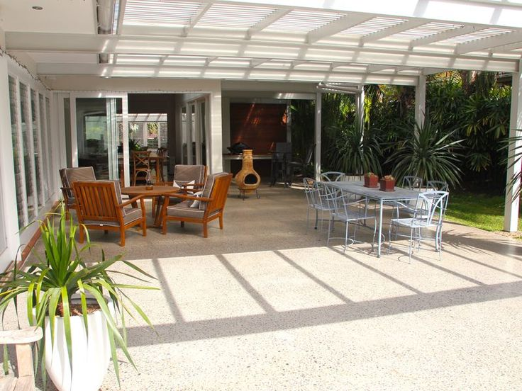~TROPICAL OASIS~ 2 minute walk to, a Avalon Beach House | Stayz