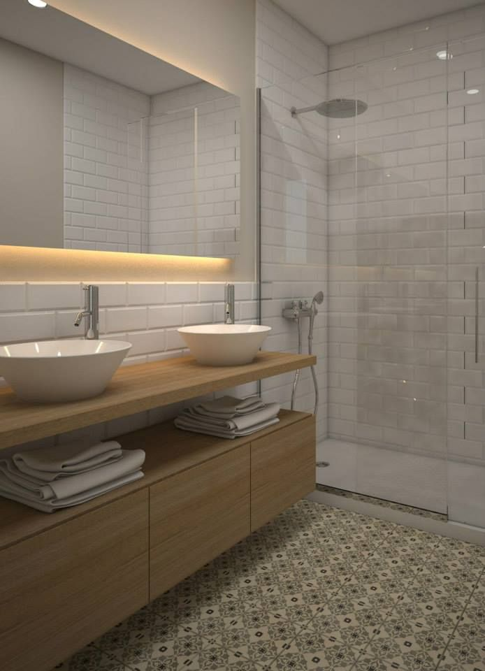 Para el proyecto de #reforma de baño se pensó en un espacio amplio y funcional. Este se equipará con un lavabo doble, un inodoro y una amplia ducha. En esta reforma de baño destaca el pavimento hidráulico. #interiorismo #Barcelona