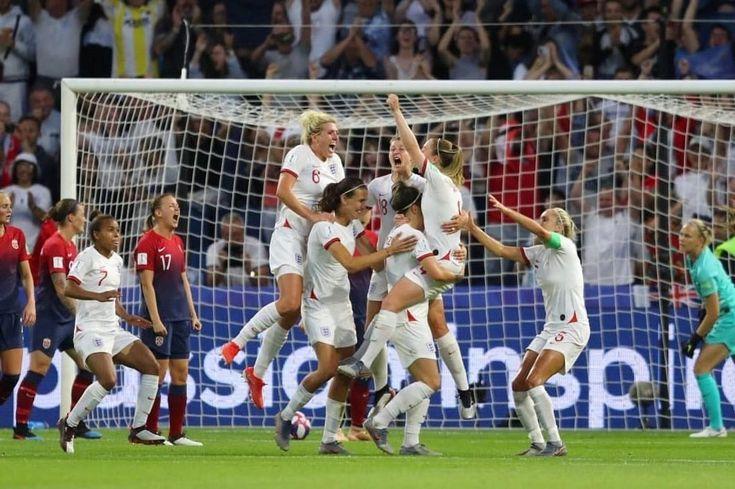 Pin On Football A La Women
