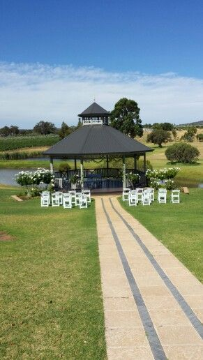 Sittella winery wedding ceremony in the swan valley.