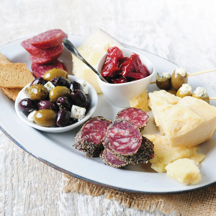 Artisan Antipasti Collection | The Artisan Antipasti Collection features a savory assortment of best-loved antipasti making it the perfect gourmet gift for friends, family and colleagues.