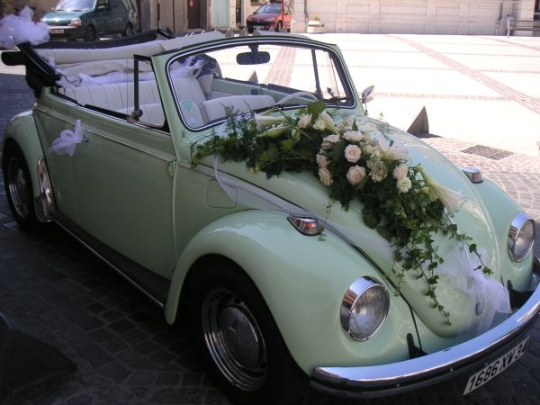 Retro wedding car decoration