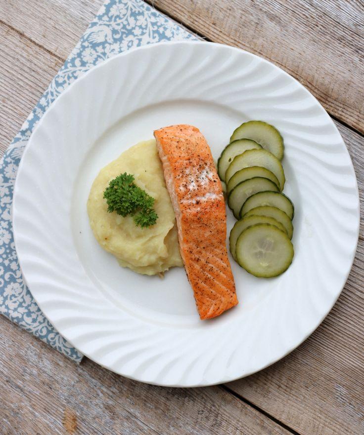 FIsketirsdag idag og laks på menyen!En lett middag som passer fint uansett vær - laksen kan man j...