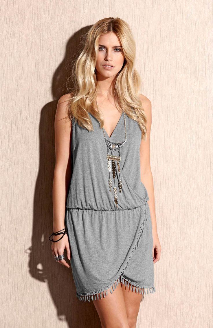 Sukienka z efektownym wykończeniem, kopertowy fason od TrulyMine, http://www.halens.pl/moda-damska-rozmiary-specjalne-na-gore-5828/sukienka-robyn-556653?imageId=380805&variantId=556653-0019