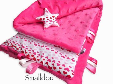 Couverture bébé rose fuchsia petits coeurs : Puériculture par smalldou