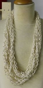 Questa collana in Cotone Egiziano Cablè Mercerizzato è stata realizzata da MariaGrazia Berno a Punto Strega a uncinetto.