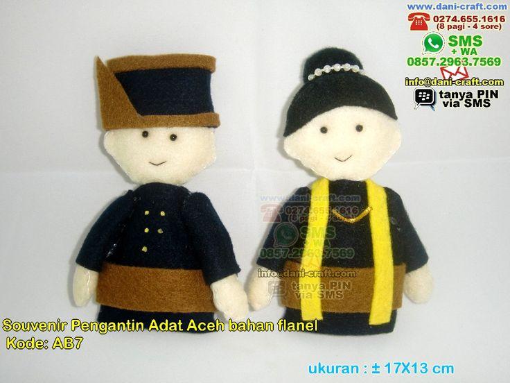 Boneka Pengantin Adat AcehSouvenir Pengantin Adat Aceh Bahan Flanel WA 0857-4384-2114 & 0819-0403-4240 BBM 5B47CC61 #SouvenirPengantin #DistributorPengantin #souvenirMurah