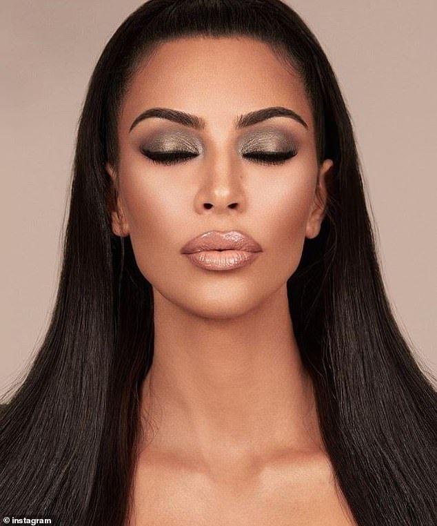 Kim Kardashian Proves She S The Master Of The Smokey Eye Under Eye Makeup Kardashian Eyes Kardashian Makeup