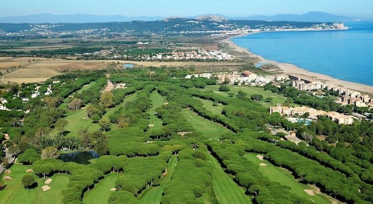 La Costa Hotel Golf & Beach Resort Pals La Costa Hotel Beach & Resort is located on the Costa Brava, next to the beach and Platja de Pals Golf Course. It offers an outdoor pool and fitness centre. #lafitnesslocations,