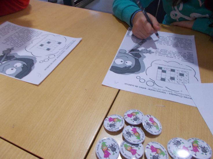 Crianças a fazer Palavras Cruzadas.