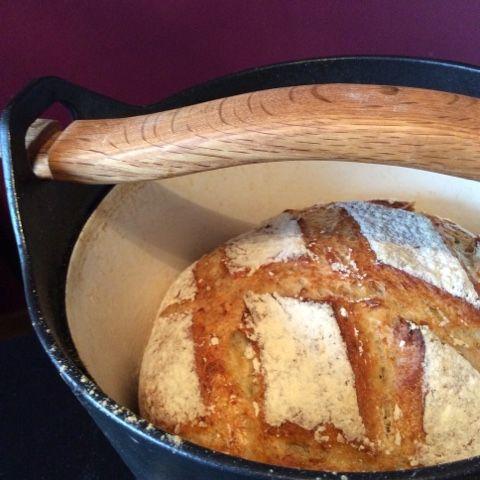 Pataleipä on 2010-luvun vastine 1980-luvun leipäkoneelle. Se on tapa leipoa itse leipää, josta ei tulekaan kotitekoisen oloista, vaan rapeaa ja kuohkeaa.