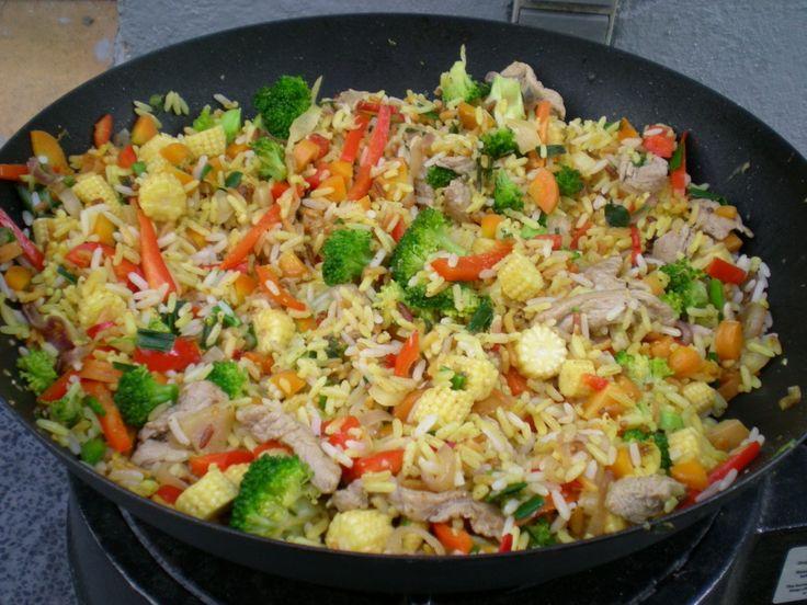 Wok med svinemørbrad, grøntsager og ris