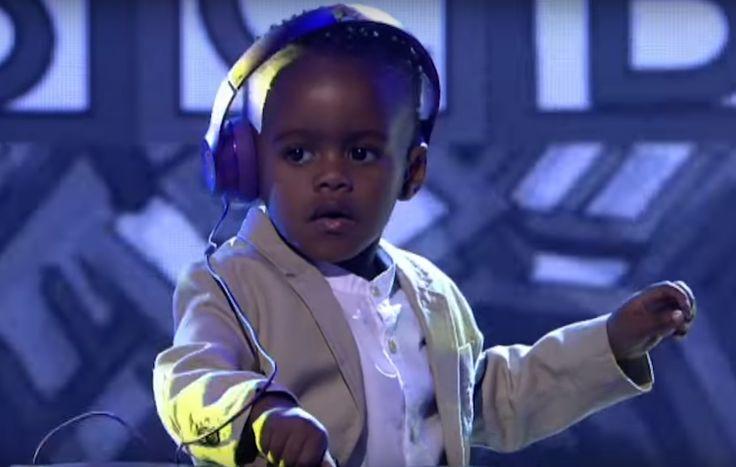 Garotinho de 3 anos ganha show de talentos competindo como DJ