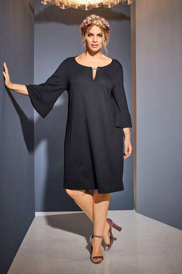 Kleid In Schwarz Fur Festliche Momente Volant Kleid Schwarz Plussizemode Plussize Black Dress Kleider Fur Mollige Festliche Kleider Fur Mollige Kleider