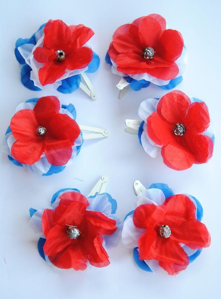 Rood-wit-blauw speldjes voor in het haar. Of maak er een mooie #Konignsdag ketting van voor om je nek! Kijk op de website voor uitleg: http://www.gezinsleven.com/?p=1245
