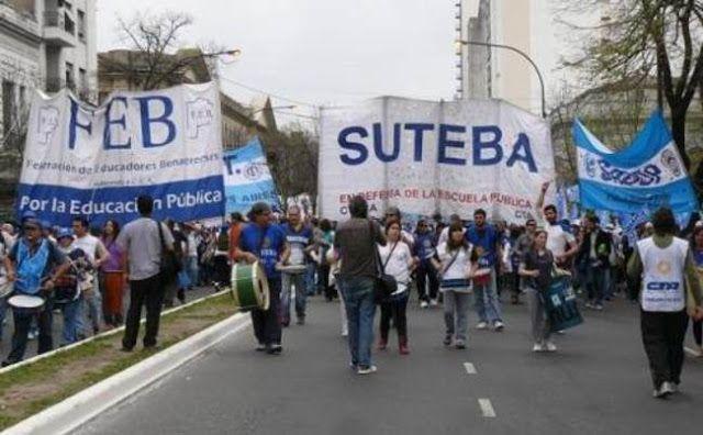 PROVINCIA: SUTEBA Y EL FGDB SE MOVILIZAN A LA CASA DE LA PROVINCIA    12/07: NOS MOVILIZAMOS A LA CASA DE LA PROVINCIA DE BUENOS AIRES! Desde SUTEBA junto a los sindicatos que conforman el Frente Gremial Docente Bonaerense nos movilizaremos hoy martes 12 desde las 10:30 hs a las puertas de la Casa de la Provincia de Buenos Aires para reclamar por las complejas problemáticas que afectan a los Trabajadores de la Educación alumnos y escuelas en toda la Provincia. Toda la docencia bonaerense se…