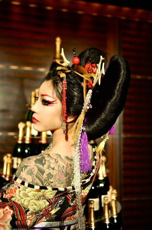 contemporary geisha Geisha (or geiko) are professional entertainers who attend guests during meals,  banquets and other occasions they are trained in various.