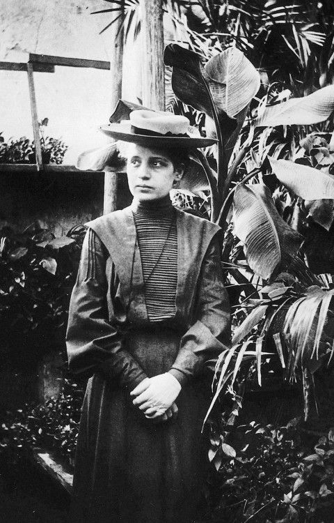 "engineeringhistory: "" Lise Meitner, 1906. Meitner was the second woman to earn a doctorate in physics from the University of Vienna and was part of the team that discovered nuclear fission in 1939. """