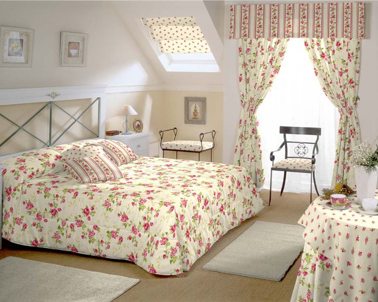 perdele si draperii imprimate cu motive perfecte pentru. Black Bedroom Furniture Sets. Home Design Ideas
