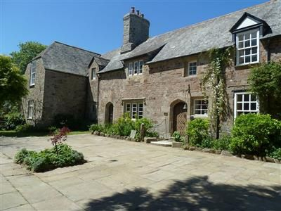 BOOK 850-YEAR-OLD EBBINGFORD MANOR IN £ 43 PER NIGHT: DELIGHTFULLY ROMANTIC SELF-CATERING HOLIDAY MANOR HOUSE