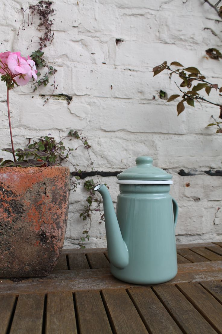 Care for a coffee? This charming coffee pot is designed to provide a French inspired touch to any kitchen and has a charming style and rustic sophistication. It looks stunning in the kitchen and is also ideal for camping, picnics and general outdoor use. £25