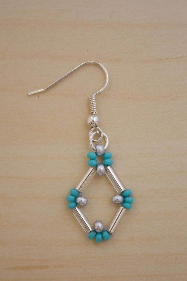 This clever design uses bugle beads and seed beads and is a lot simpler than it looks! Bugle beads really lend themselves to bold, geometric shapes, and originally I was going with something triangular, but it evolved into