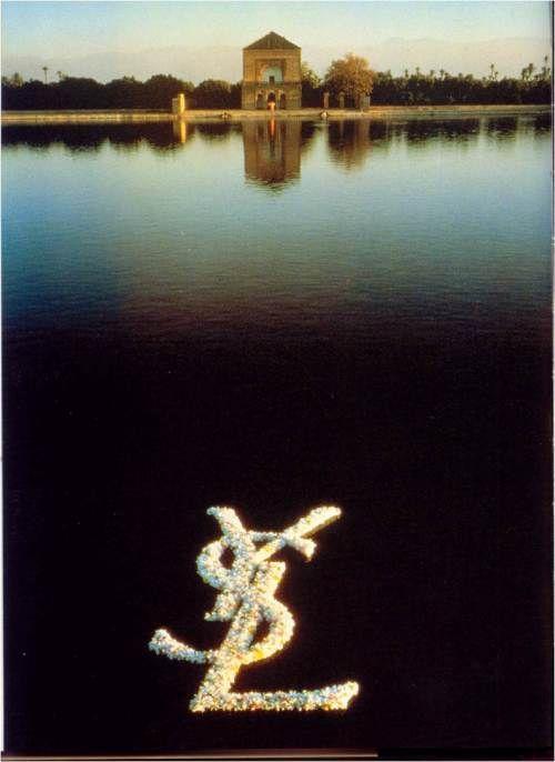 Campagne Yves St Laurent, jardin de la Menara, Marrakech, 1978.