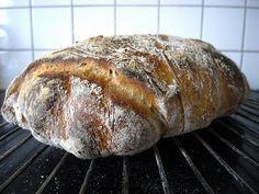 Apropå det där med att rundriva . När jag bakade det här goda brödet på rågsurdeg och vetemjöl i fredags struntade jag i det, att rundriva. ...