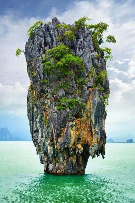 ISLA DE KOH TAPU (isla de James Bond) en el Parque Nacional Ao Phang Nga. Tailandia. Thailand