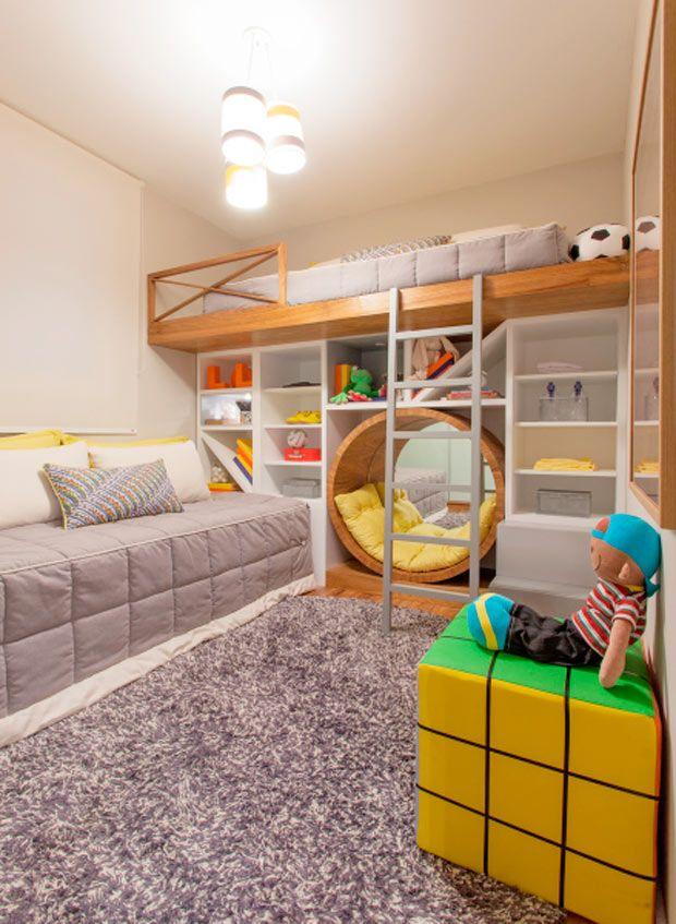 Bunk bed with circular sitting space and storage underneath. 18 quartos para irmãos assinados por profissionais do CasaPRO - Casa