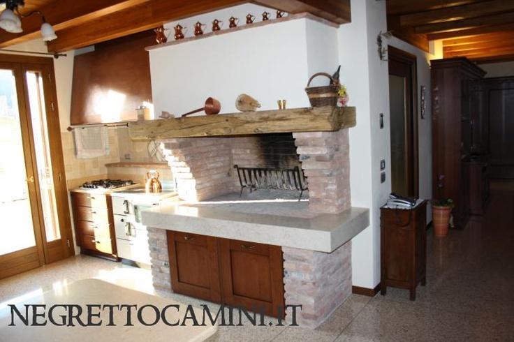 artisan fireplace - caminetto artigianale rustico: http://www.negrettocamini.it/content/camini-dautore/camino-rustico/fase-di-lavoro-finita