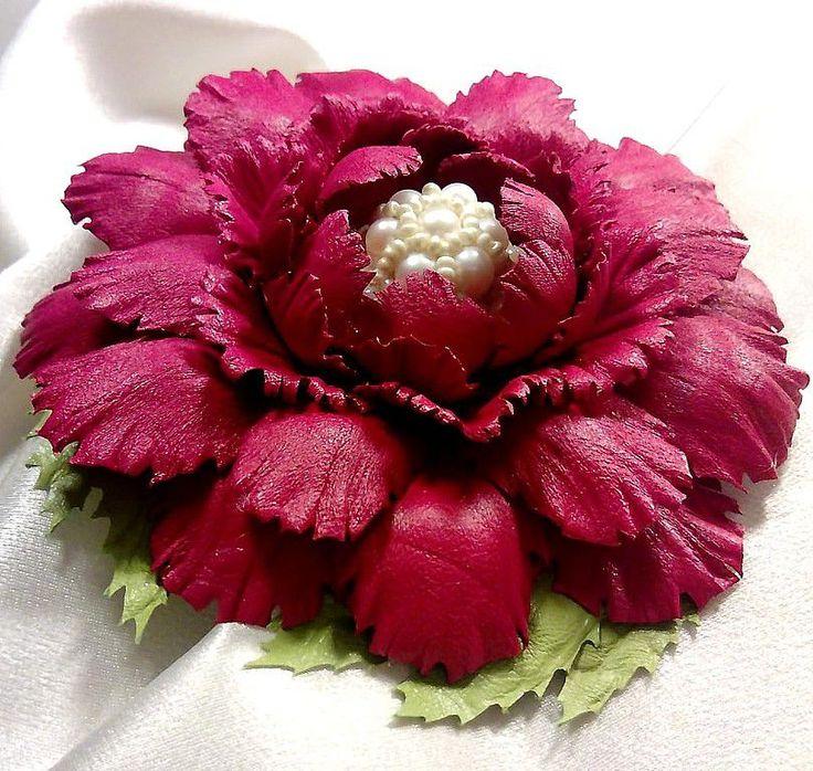 """Купить """"Летний роман"""". Брошь цветок красный кожа жемчуг - цветок, красный, натуральная кожа"""