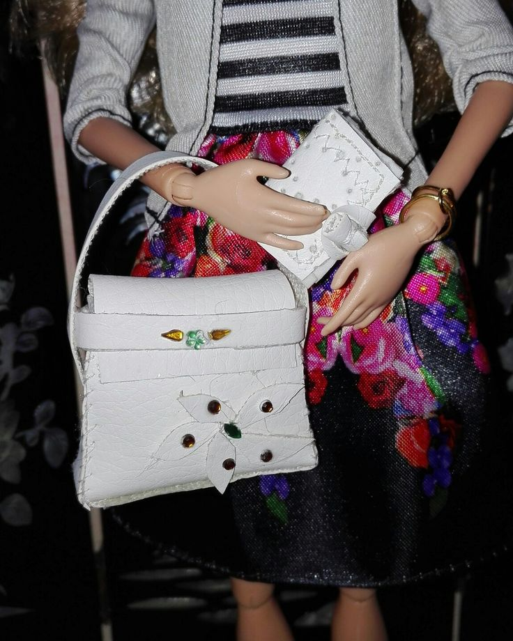 Bolso y cartera realizados a mano, son reales y se pueden abrir. Disponibles para la venta una unidad de cada