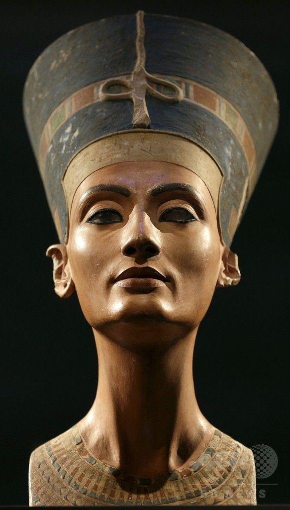 独ベルリン新博物館 Neues Museum (Berlin) で展示された古代エジプト王妃ネフェルティティの胸像(2015年9月21日提供)。(c)AFP/MICHAEL SOHN ▼29Sep2015AFP|ネフェルティティ王妃、ツタンカーメンの墓に埋葬か 英学者が新説 http://www.afpbb.com/articles/-/3061580 #Büste_der_Nofretete #تمثال_نفرتيتي #Nefertiti_Bust