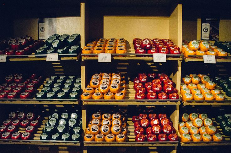 Fromage hollandais : le gouda Cheese store in Amsterdam  www.thefrenchieabroad.com #amsterdam #netherlands