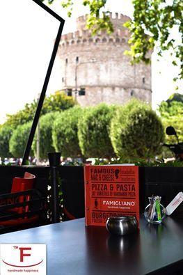 Όλοι οι δρόμοι οδηγούν στο Famigliano!!! Το σημείο με την ομορφότερη θέα και την καλύτερη παρέα, οπού μπορείτε να απολαύσετε καφέ, φαγητό, ποτό και δροσιστικά cocktails! Και σήμερα, το βράδυ μας θα είναι δίπλα στον λευκό πύργο.…  #Famigliano #Handmade_Happiness #Pizza #Pasta #Burgers #Focaccia #Sweets_and_Coffee #Λευκός_Πύργος #seaview #whitetower #pizzalovers