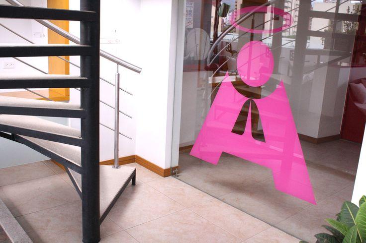 Logo del Hotel San Antonio Plaza, donde encuentras la intimidad del Terraza Travel Bar