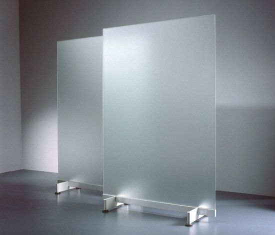 Wow, frosted glass room dividers that can serve as glass dry-erase boards? Yes please! These would be awesome and dual-purpose.  US Distributor: http://www.eisys-inc.com/vpp_on-the-floor/VPP_OnTheFloor.html