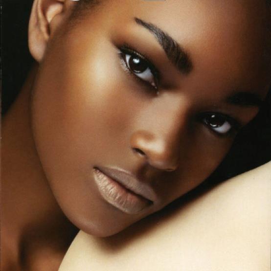 pele negra, contorno e iluminação
