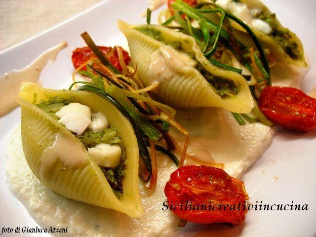 Conchiglia i con burrata, broccoli e salsa acciuga