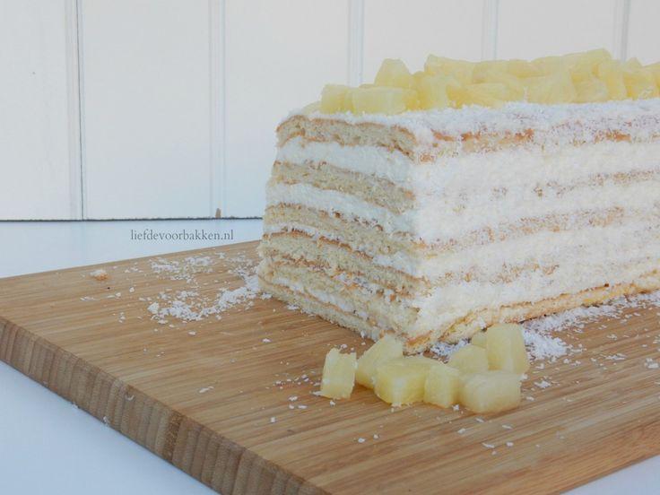 We hebben weer een taartje gemaakt in de vorm van een cake! Dit keer biscuitlaagjes met een ananas-roomkaas vulling. En lekker veel kokos! Wij hebben wel ananas uit blik gebruikt, maar je kunt natu…