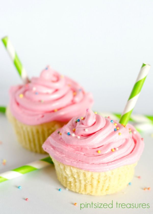 Strawberry Lemonade Cupcakes with Cream Cheese Frosting! Secret ingredient that kids will LOVE included! Bring on the spring with these beauties! #cupcakes #bakingrecipes www.pintsizedtreasures.com