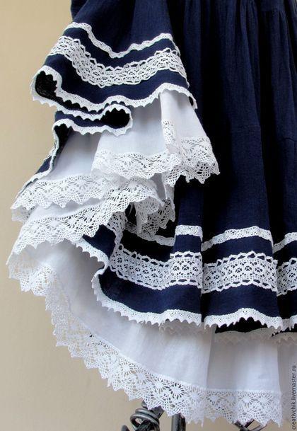 Купить или заказать Юбка летняя синяя Бохо для Елены в интернет-магазине на Ярмарке Мастеров. Легкая, нежная, невесомая юбка в бохо-стиле. Исполнена из тонкой импортной марлевки темно-синего цвета. Украшена несколькими видами натурального хлопкового кружева. Нижняя юбка-подклада - из тонкого, мягкого хлопка, приятного к телу. Эффект контрастного синего синего цвета в сочетании с белым кружевом усиливается белоснежной нижней оборкой. Пояс на резинке - легко регулируется на любой размер.